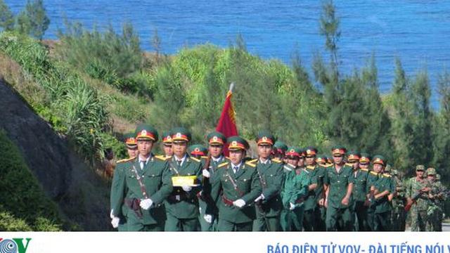 Hàng ngàn người dự Lễ thượng cờ trên quê hương Hải đội Hoàng Sa