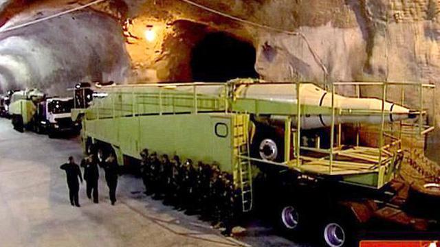 """Iran hé lộ đã xây """"thành phố tên lửa"""" ngầm dọc vùng Vịnh"""