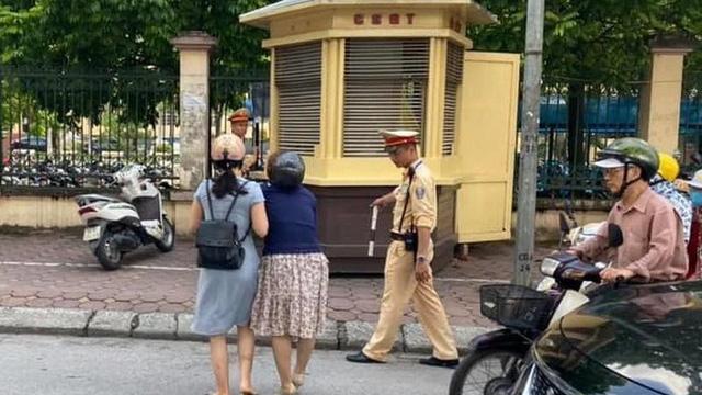 Không có việc CSGT ra đường giật ngã người đi xe máy tại ngã tư Nguyễn Phong Sắc