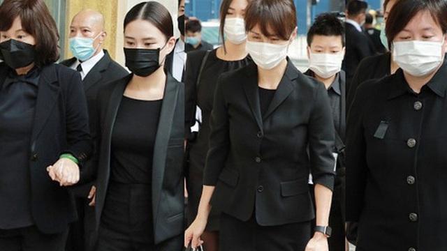 Tang lễ trùm sòng bạc Macau ngày 2: Bà Ba và 2 ái nữ 'thiên tài Hong Kong' thẫn thờ, Đậu Kiêu tháp tùng bạn gái tiểu thư