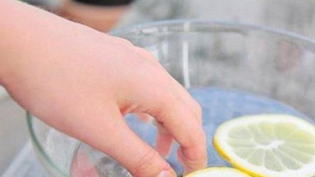 Làm sạch móng tay ố vàng hữu hiệu
