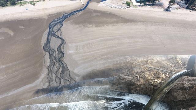 Vụ trại tôm xả thải ô nhiễm cả 1 vùng: Trang trại bất chấp dư luận tiếp tục xả thải ra biển