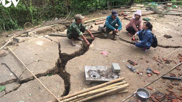 Khẩn trương di dời 19 hộ dân ở Mường La ra khỏi khu vực có các vết nứt lớn