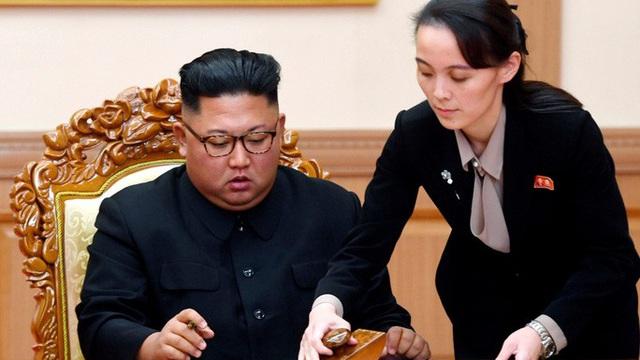Tình báo Hàn Quốc: Ông Kim jong-un chia sẻ quyền lực vì áp lực