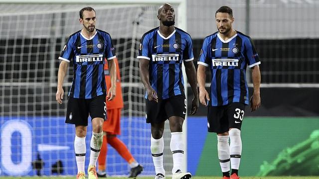 """Vô tình """"đốt lưới nhà"""", Lukaku khiến Inter thất bại đầy nghiệt ngã tại chung kết Europa League"""