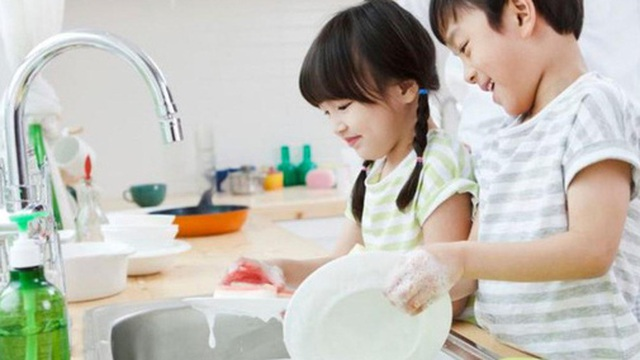 Nếu muốn con lớn lên tự lập và thành công thì bố mẹ cần trao quyền quyết định cho con ở 6 giai đoạn quan trọng sau