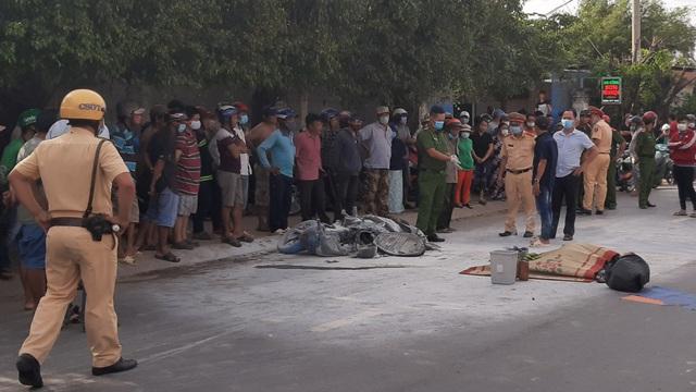 Xe máy bốc cháy sau vụ va chạm với ô tô, 1 người tử vong