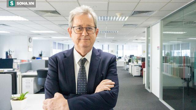 """Tiến sĩ John Walsh: Gói hỗ trợ lần 2 của Chính phủ Việt Nam nên dành cho những người """"tiêu tiền ngay lập tức"""""""