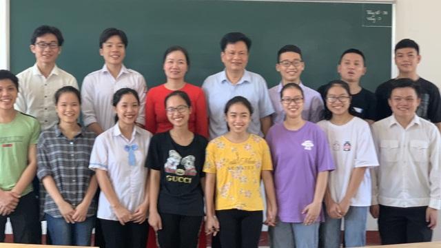Lớp học 'mưa' điểm 10 thi THPT ở Hà Tĩnh