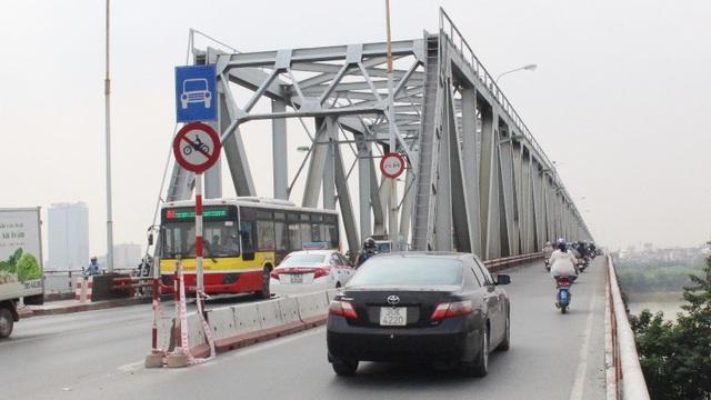 Thí điểm cấm xe khách trên 16 chỗ qua cầu Chương Dương