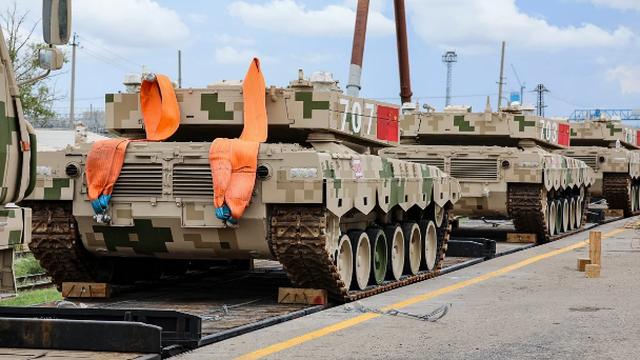 Tăng chiến đấu chủ lực Type-96 Trung Quốc đến Nga dự Army-2020
