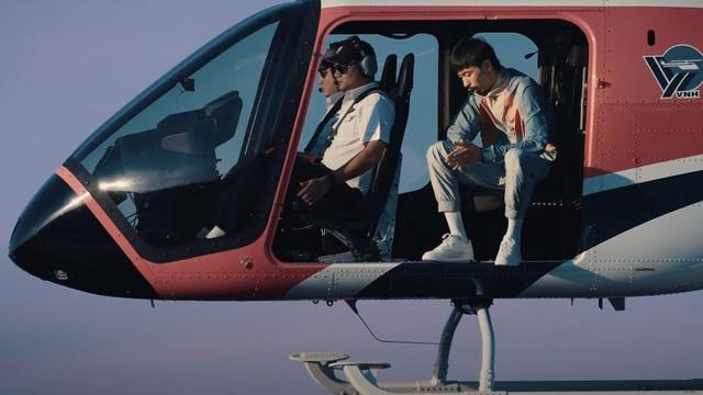 Đen Vâu ngồi đọc rap trên trực thăng