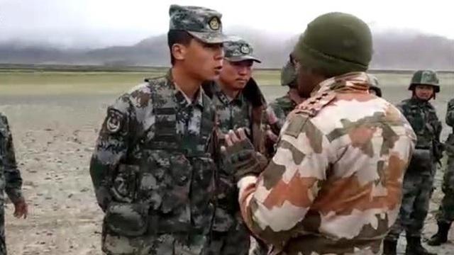 NDTV: Binh sĩ Trung Quốc hạ trại rất gần, ngày ngày xua đuổi lính Ấn Độ