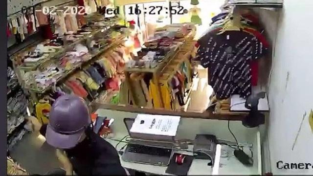 Thanh niên đâm nữ nhân viên cửa hàng bán quần áo, cướp tài sản khai gì?