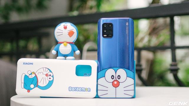 Mở hộp smartphone Doraemon giá gần 10 triệu đồng của Xiaomi