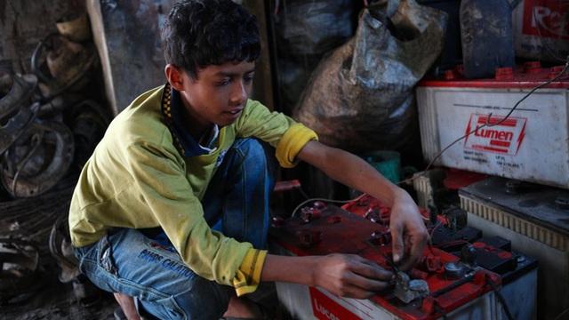 Chuyên gia UNICEF: 800 triệu trẻ em thế giới bị tổn thương bởi chì, nhiều khi do chính thói quen hàng ngày