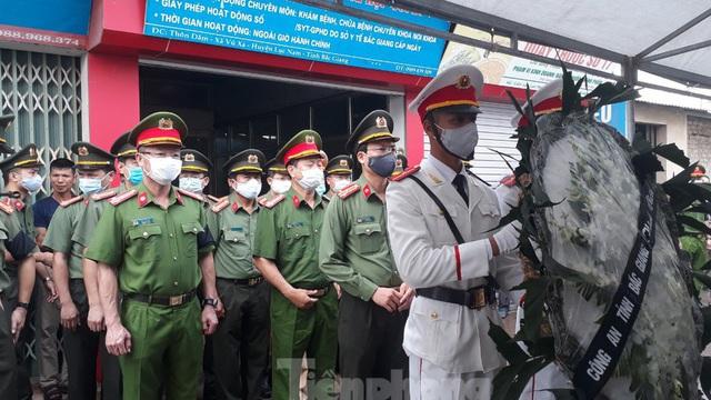Đồng đội, làng xóm tiếc thương cảnh sát cơ động hi sinh ở Bắc Giang