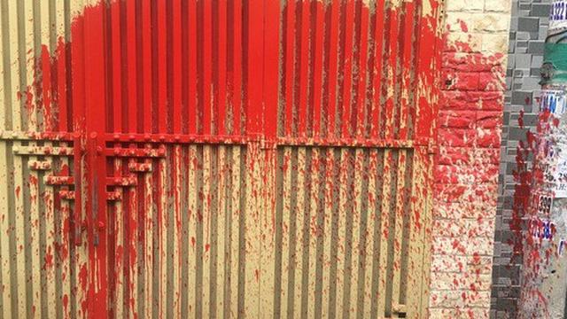 Một nữ giám đốc ở quận Tân Bình bị doạ tạt axit nên cầu cứu công an