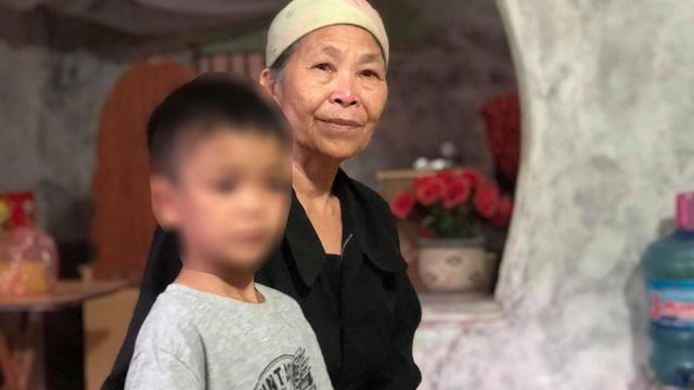 """Những ngày sống trong """"ngục tối"""" của bé trai 9 tuổi ở Hưng Yên bị cha đẻ bạo hành"""