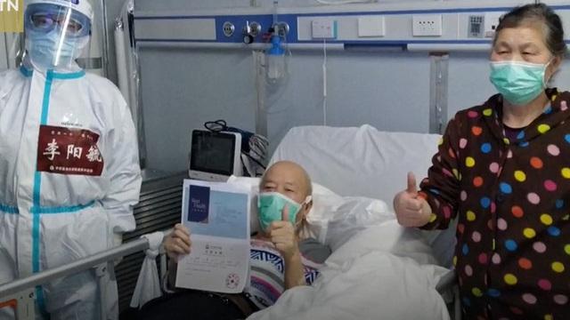 """Xúc động cụ ông 72 tuổi một mình vượt gần 2.000 km gặp ân nhân """"trả nghĩa"""""""