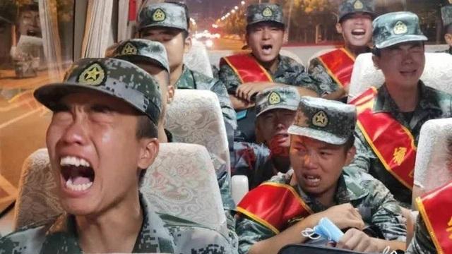 Tân binh khóc vì bị đưa tới gần biên giới Ấn Độ, Trung Quốc nói gì?