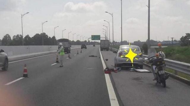 Bị xe tải tông chết khi đang thay lốp trên cao tốc