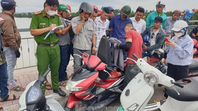 Nam thanh niên để lại xe máy, nhảy xuống sông Sài Gòn mất tích