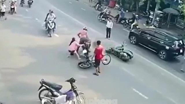 Cô gái liều mạng giữ tên cướp dây chuyền có hung khí
