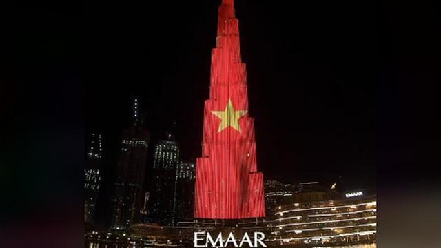 Quốc kỳ Việt Nam tung bay trên tòa tháp cao nhất thế giới Burj Khalifa