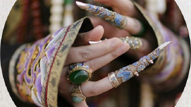 """Móng tay vàng của Từ Hy Thái hậu không chỉ là trang sức, bộ """"hộ giáp"""" còn ẩn chứa bí mật động trời"""