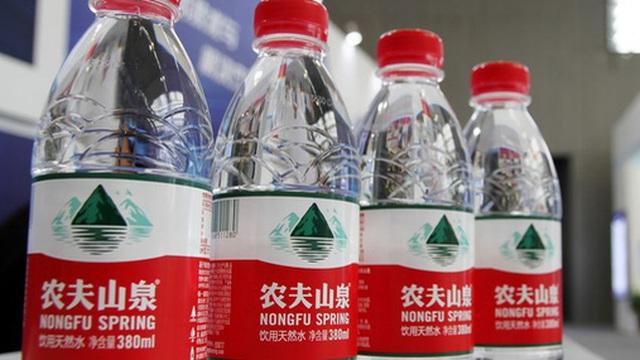 """""""Một người làm quan cả họ được nhờ"""": Người giàu thứ 3 Trung Quốc tạo ra 68 triệu phú nhờ sản xuất nước khoáng"""