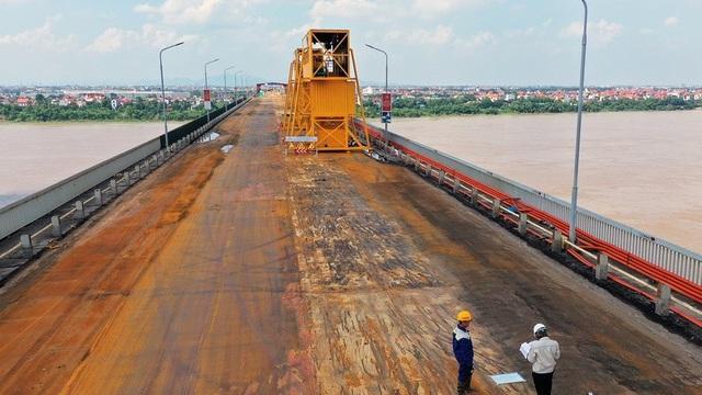 Sửa mặt cầu Thăng Long: Chuyên gia Trung Quốc là 2 kỹ thuật viên thực hiện bàn giao, vận hành thiết bị