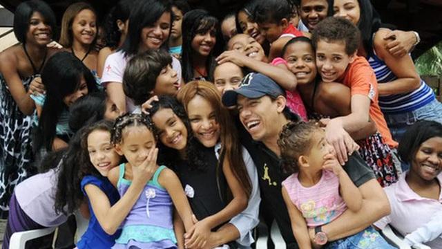 Vụ việc chấn động Brazil: Nữ nghị sĩ nổi tiếng với lòng bác ái nhận nuôi hàng chục đứa trẻ bị cáo buộc giết chồng, bóc trần vỏ bọc hoàn hảo bấy lâu nay