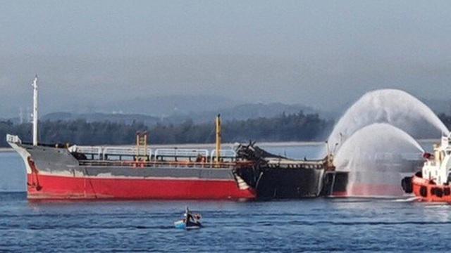 Nổ tàu chở dầu trên biển, 1 thuyền viên mất tích