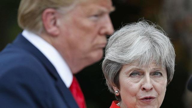 Báo Anh: Tổng thống Trump làm bà May suýt khóc