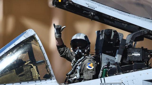 Phi công tiêm kích bỏ mặt nạ khi bay, điều gì sẽ xảy ra?