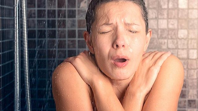 Muốn giảm nguy cơ đột quỵ, chớ coi thường chuyện tắm