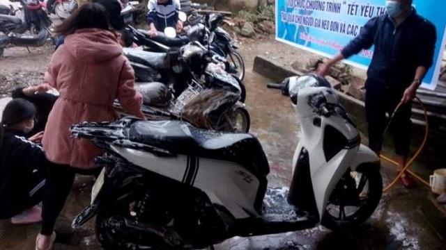 Thanh niên Hà Tĩnh rửa xe miễn phí quyên góp tiền tặng hộ nghèo ăn tết