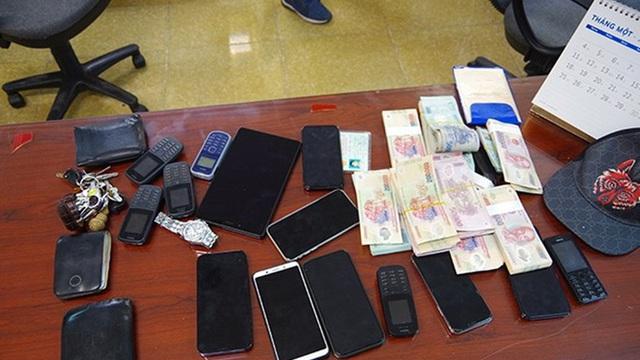 Thanh niên 21 tuổi cầm đầu đường dây đánh bạc 700 tỉ đồng