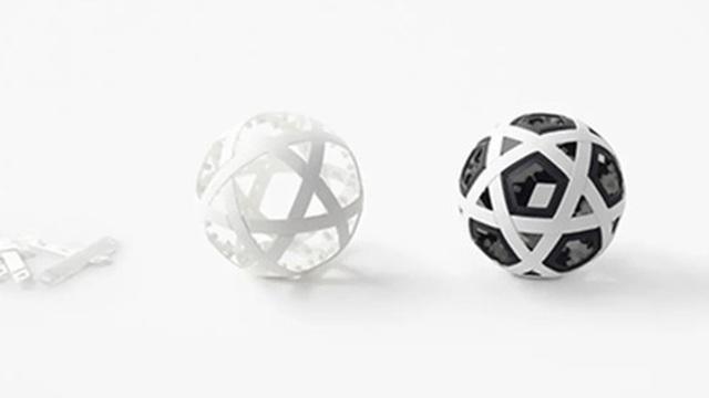 Người Nhật sáng tạo ra một trái bóng không bao giờ cần bơm