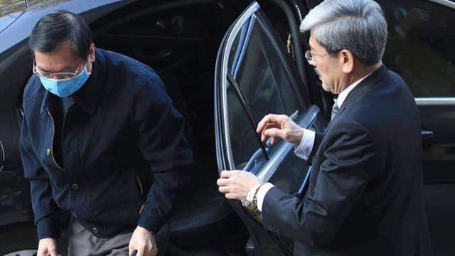 Vì sao cựu Bộ trưởng Vũ Huy Hoàng đến tòa bằng xe Mercedes?