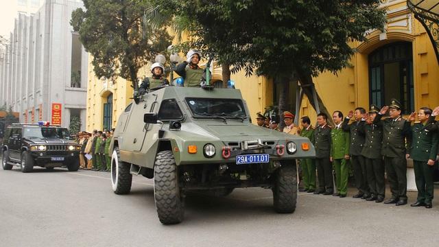 Hà Nội triển khai xe chống đạn và dàn mô tô đặc chủng bảo đảm an ninh, trật tự Đại hội XIII của Đảng