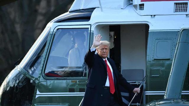 """Tổng thống Trump rời Nhà Trắng lần cuối với 21 phát đại bác tiễn biệt, tuyên bố """"sẽ trở lại"""""""