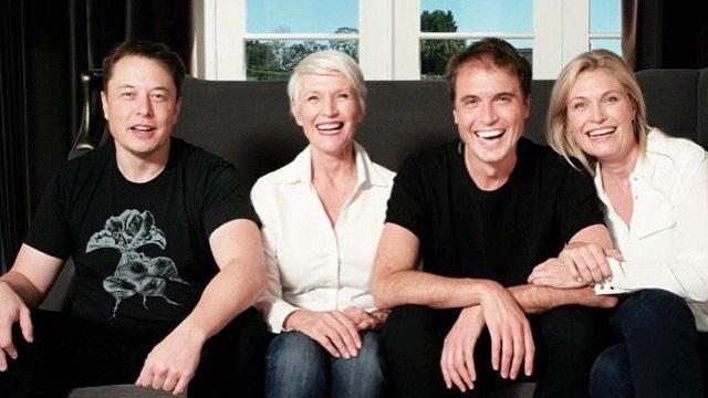 Trở thành tỷ phú công nghệ giàu nhất thế giới, Elon Musk có người mẹ nổi tiếng và vĩ đại thế nào?