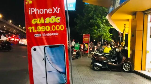 Loạt smartphone giảm giá cả chỉ vàng để hút khách ngày cận Tết
