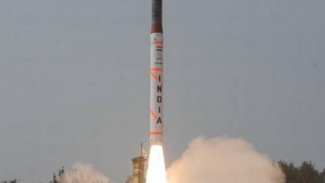 Ấn Độ lần đầu phóng thử nghiệm thành công tên lửa đất đối không thế hệ mới