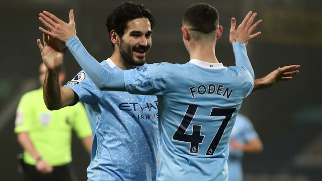 Tiến bước thần tốc, Man City đánh chiếm ngôi đầu Premier League từ tay Man United
