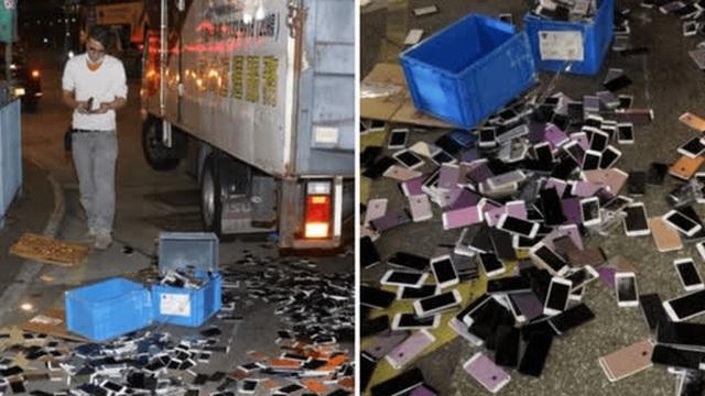 """Xe tải tông nhau khiến hàng trăm chiếc iPhone nằm la liệt trên đường, rất may không có ai """"hôi của"""""""