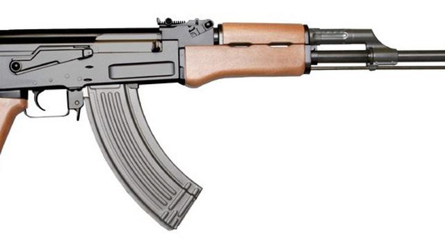 AK-47 và M-16, súng nào tốt hơn?