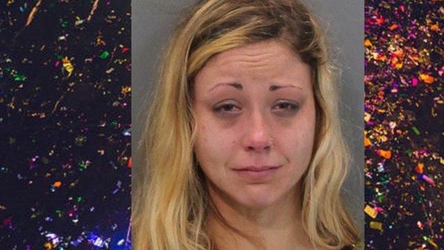 Mỹ: Mẹ nhốt con 1 tuổi trong xe để chè chén mừng năm mới